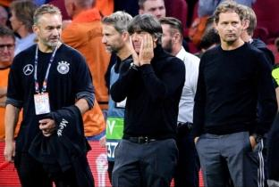 La stampa affossa Loew dopo ko della Germania contro l'Olanda. Ecco cosa hanno scritto