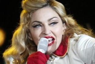 Madonna che caduta di stile: il nuovo prodotto di bellezza è a luci rosse