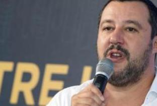 Il clamoroso lapsus di Salvini, interviene Mentana e risolve il caso - Il video